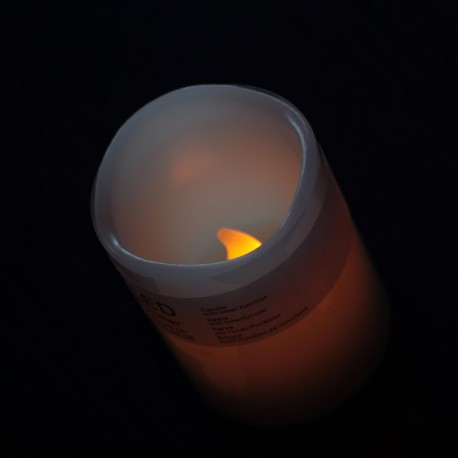 Gyertya pislákoló LED-el