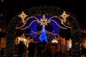 Terek, utcák karácsonyi fénydekorációja